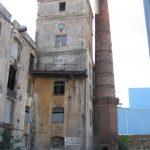 Turm mit Uhr, Schlot